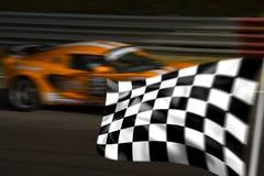 Carro de competência alaranjado e bandeira chequered Fotos de Stock Royalty Free