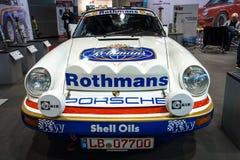 Carro de competência Porsche 911 pela estrada transversaa Solução, 1984 Imagem de Stock