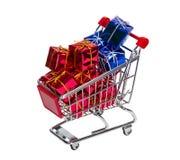Carro de compras con los rectángulos de regalo foto de archivo