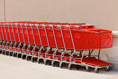 Carro de compras rojo Fotografía de archivo libre de regalías