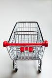 Carro de compras rojo del supermercado en blanco imagen de archivo libre de regalías