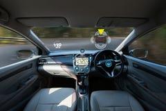 carro de condução autônomo e imagem digital da tecnologia do velocímetro foto de stock