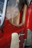 Carro de corridas britânico vermelho do vintage imagens de stock royalty free