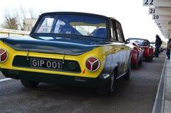 Carro de corridas clássico nos 74th membros que encontram o dia da prática no circuito do motor de Goodwood fotos de stock