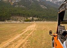 Carro de corridas nas montanhas Fotografia de Stock