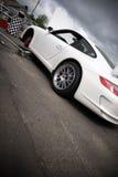 Carro de corridas nos poços Fotos de Stock Royalty Free