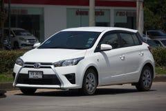 Carro de Eco do carro com porta traseira de toyota Yaris do carro privado Fotos de Stock Royalty Free