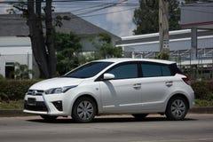 Carro de Eco do carro com porta traseira de toyota Yaris do carro privado Imagem de Stock