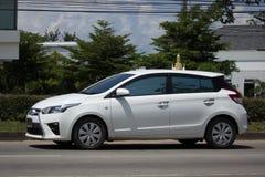 Carro de Eco do carro com porta traseira de toyota Yaris do carro privado Imagens de Stock Royalty Free