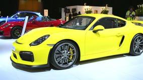 Carro de esportes de Porsche Cayman GT4 video estoque