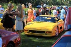 Carro de esportes vermelho clássico de Ferrari F355 no evento fotografia de stock