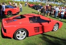 Carro de esportes vermelho clássico de Ferrari 512tr da vista lateral Fotografia de Stock