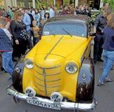 Carro de família pequeno soviético dos anos 50 Moskvitch 400/401 Fotografia de Stock Royalty Free