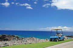 Carro de golfe na praia foto de stock royalty free