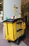 Carro de la carretilla de la limpieza Fotografía de archivo
