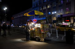 Carro de la comida de la calle Foto de archivo libre de regalías