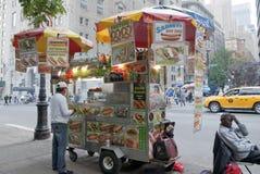 Carro de la comida de Nueva York imagenes de archivo