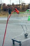 Carro de la compra con el cable de transmisión Fotos de archivo libres de regalías