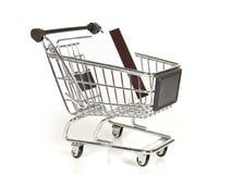 Carro de la compra con la tarjeta de crédito Imágenes de archivo libres de regalías