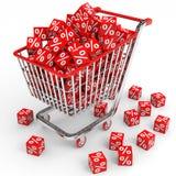 Carro de la compra con los cubos rojos con el por ciento. Foto de archivo