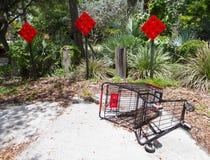 Carro de la compra robado Fotos de archivo libres de regalías