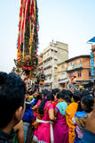 Carro de la procesión del Rato Machhindranath de la lluvia en Patan, Nepal Foto de archivo