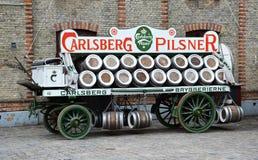 Carro de la publicidad de la cerveza de Carlsberg Imagenes de archivo