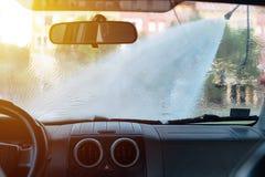 Carro de lavagem do homem na estação da lavagem de carros do autosserviço Foto de Stock Royalty Free
