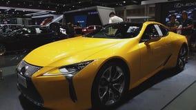 Carro de Lexus LC 500 na exposição na 35a expo internacional do motor de Tailândia filme