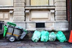 Carro de los desperdicios de la basura de la calle Imagen de archivo libre de regalías
