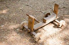 Carro de madeira da criança Fotografia de Stock