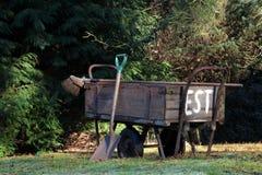 Carro de madeira da mão Fotos de Stock Royalty Free