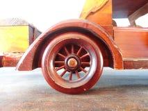 Carro de madeira do brinquedo da antiguidade/vintage Fotos de Stock Royalty Free