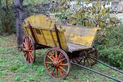 Carro de madeira do vintage Fotos de Stock Royalty Free