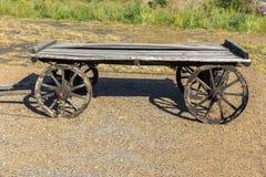 Carro de madeira velho fotos de stock