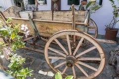 Carro de madera en Katakolon fotos de archivo