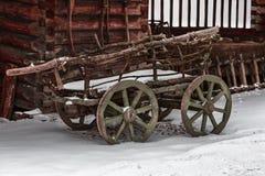 Carro de madera para transportar la leña Foto de archivo libre de regalías