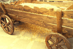 Carro de madera traído por caballo viejo Fotografía de archivo libre de regalías