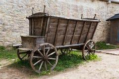 Carro de madera vacío y viejo Imágenes de archivo libres de regalías