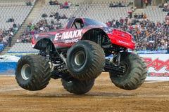 Carro de monstruo de E-Maxx Fotos de archivo