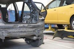 Carro de motor na oficina de reparações Imagens de Stock
