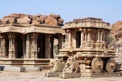 Carro de piedra en el templo antiguo de Vittala fotos de archivo
