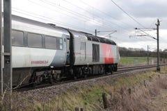 Carro de poder do trem de alta velocidade na linha principal da costa leste Imagem de Stock