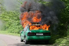 Carro de polícia ardente Fotografia de Stock Royalty Free