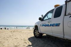 Carro de polícia da praia de Newport que patrulha na praia, Califórnia Imagem de Stock