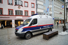 Carro de polícia em Innsbruck Fotos de Stock Royalty Free