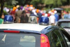 Carro de polícia italiano com sirenes azuis Fotografia de Stock