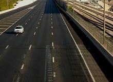 Carro de polícia na estrada vazia Imagem de Stock