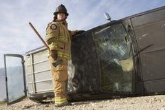 Carro de Standing By Crashed do sapador-bombeiro imagens de stock
