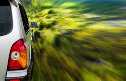 Carro de SUV na floresta Fotos de Stock Royalty Free